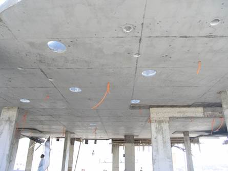 Spot dans plafond beton